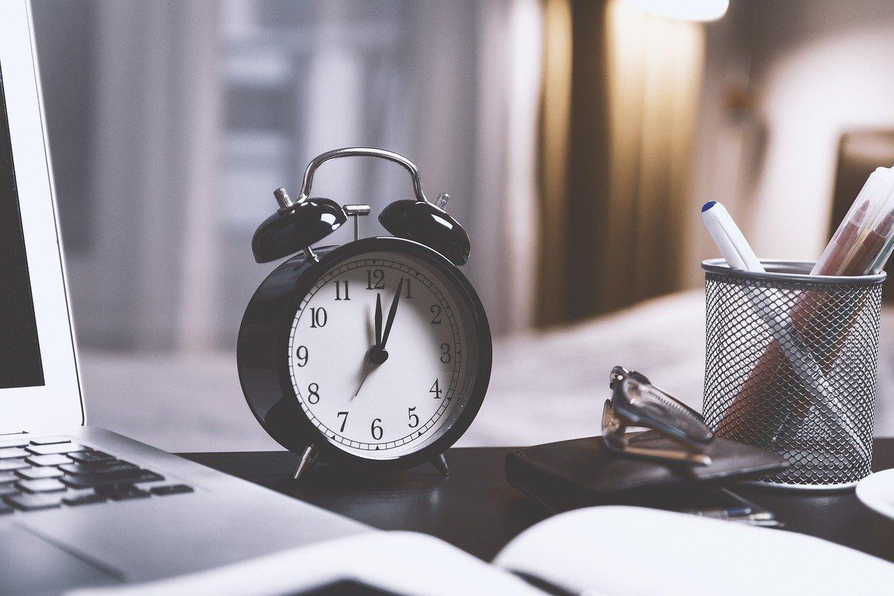 Como Passar em Concurso (Estudando POUCAS Horas Por Dia)